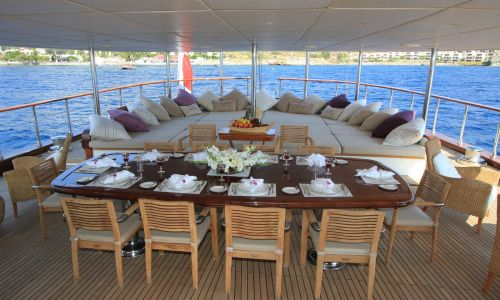 PALMALIFE aft deck